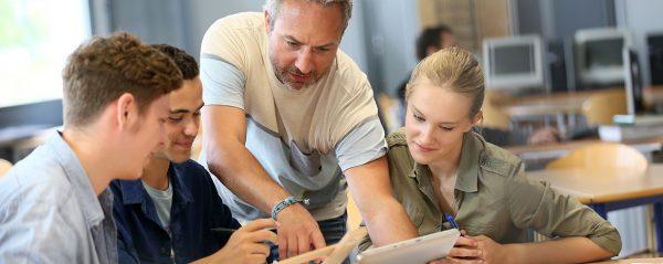 Apprentissage ou professionnalisation quel contrat alternance choisir