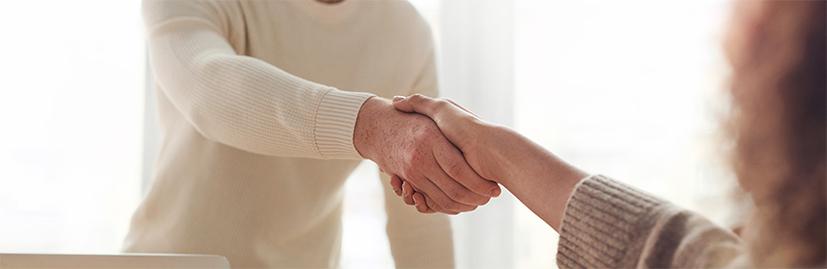 Apprentissage et professionnalisation, les contrats en alternance permettent de poursuivre des études tout en étant rémunéré.