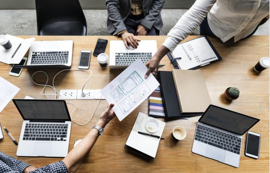 Réunion de travail, CAFERUIS et BTS assurance, partenariat Cnam et Association AVEC